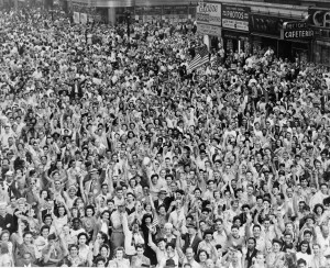 V-J Day in Times Square (Library of Congress)