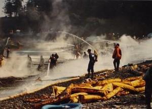 Cleanup of the Exxon Valdez spill, 1989 (Jim Brickett / Flickr)