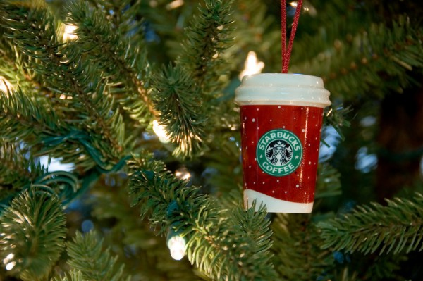 Starbucks-tree-ornament-red-cup