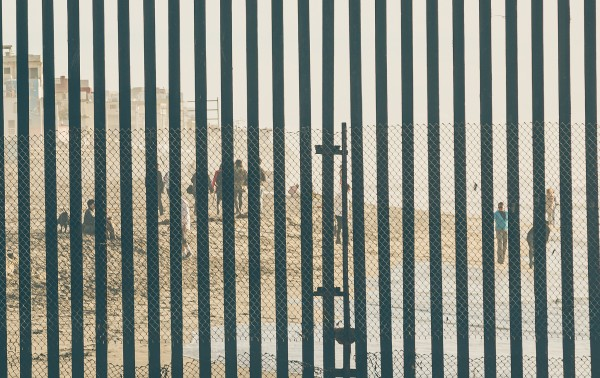 U.S.-US-Mexico-border-crossing-fence-wall