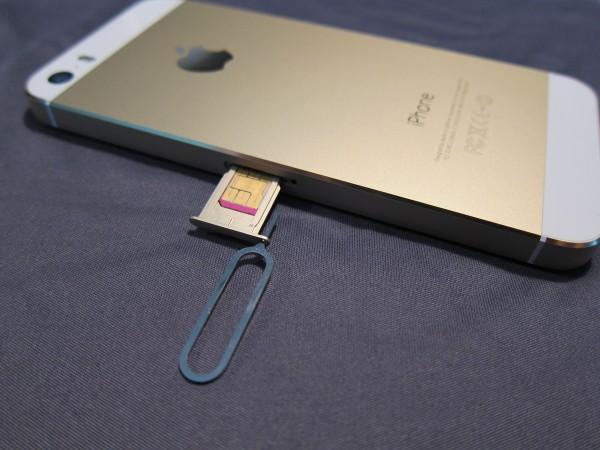 iPhone_Apple_SIM_slot