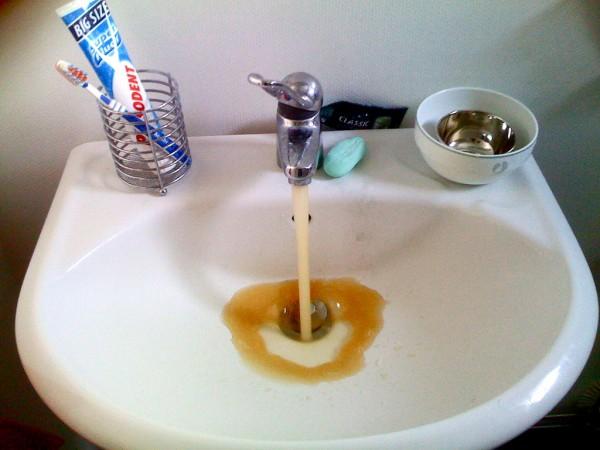 flint-brown-sink-water
