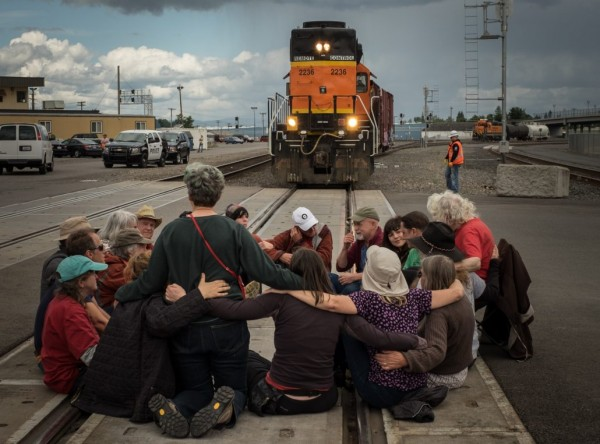 mosier-train-oil-protest