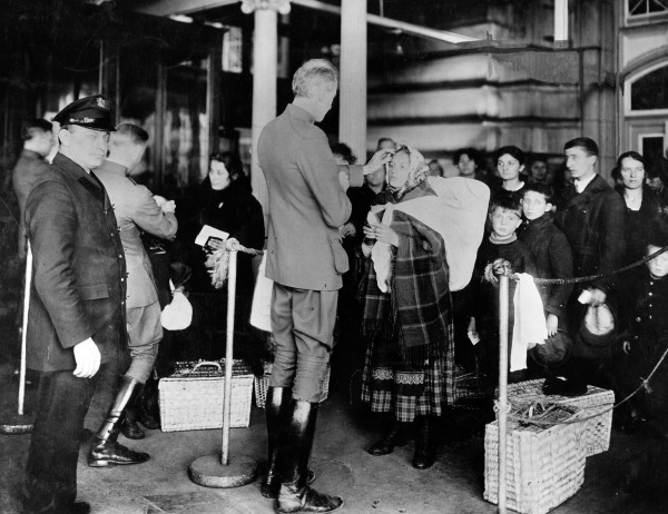 ellis-island-new-york-immigrants-immigration